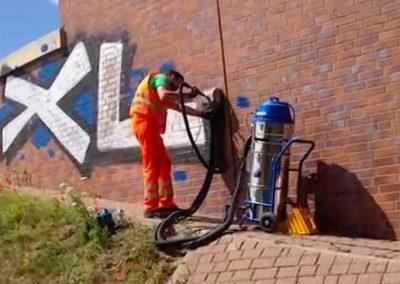 Odstranění graffiti z dlažby 003