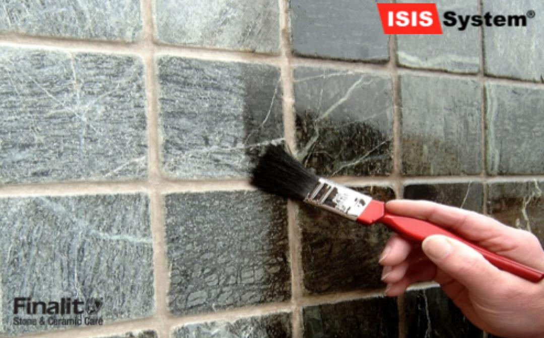 Odstranění graffiti z dlažby
