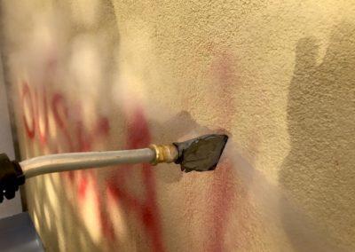 Odstranění graffiti z fasády 002