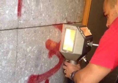 Odstranění graffiti z obkladů 004
