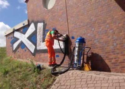 Odstranění graffiti z obkladů 005
