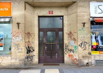 Odstranění graffiti z obkladů 007