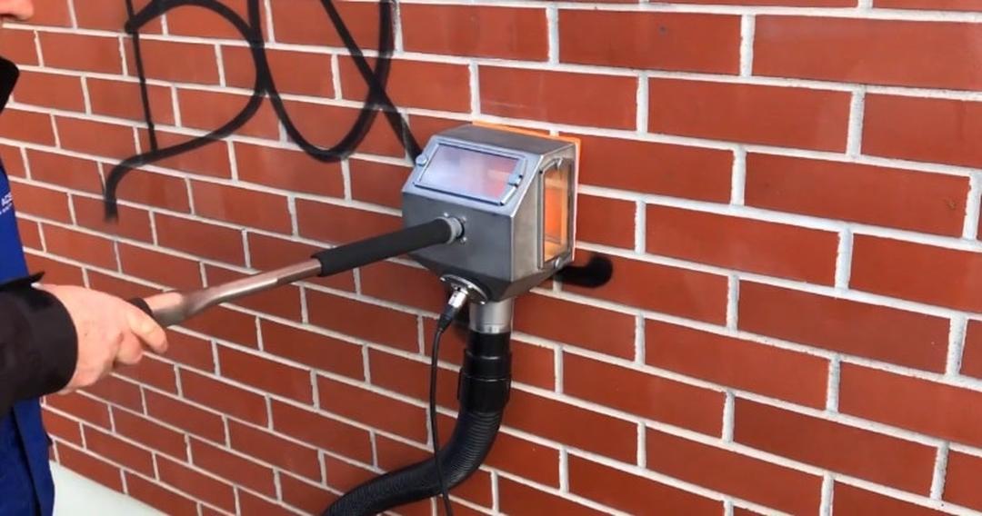 Odstranění graffiti z obkladů