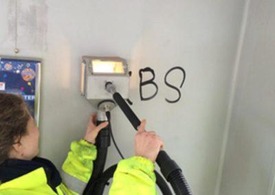 Odstranění graffiti z omítky 002