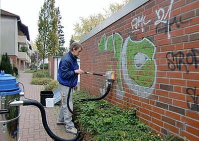 Odstranění graffiti z plotu 005