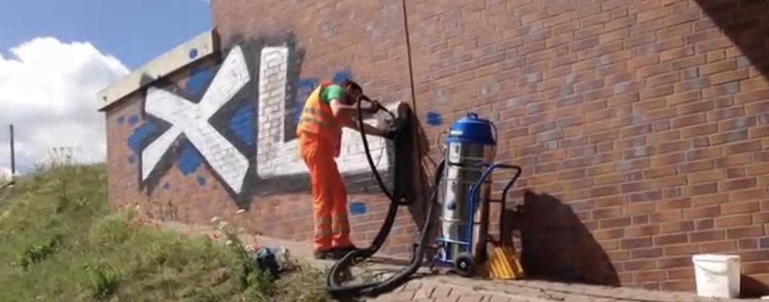 Odstranění graffiti z plotů