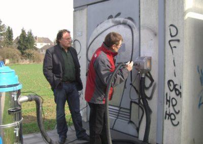 Odstranění graffiti z vrat 002