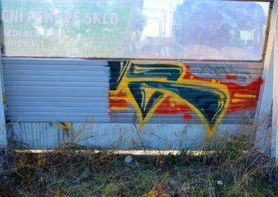 Odstranění graffiti z vrat 006