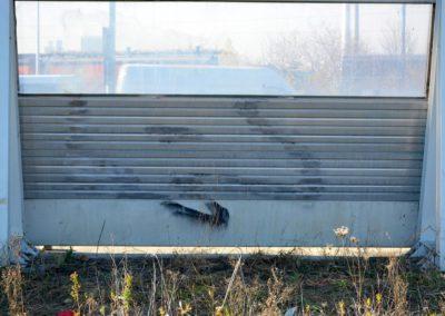 Odstranění graffiti z vrat 007