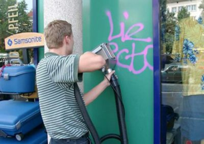 Odstranění graffiti z výloh 001