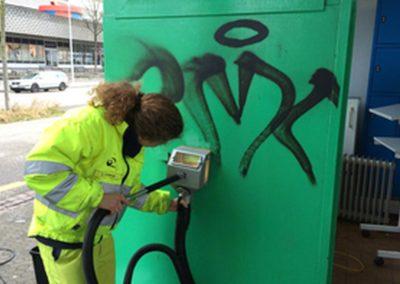 Odstranění graffiti ze soklu 004